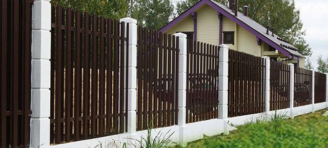 Фундамент под кирпичный забор со столбами своими руками: видео как сделать