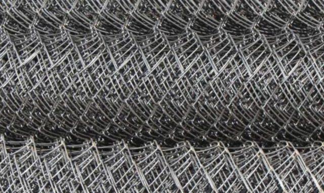 Как крепить сетку рабицу к металлическим столбам: к профильной трубе без сварки, чем закрепить, фото и видео