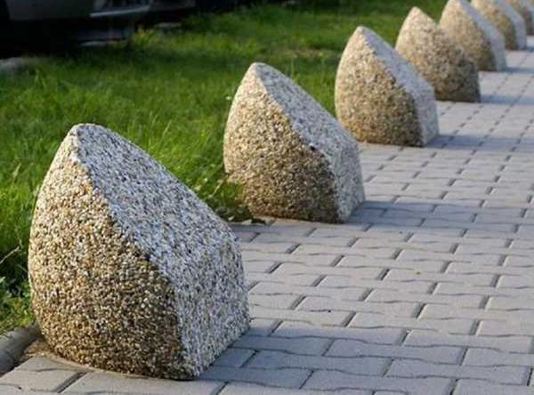 Ограждения для парковки: бетонные столбики во дворах, полусфера и цепь