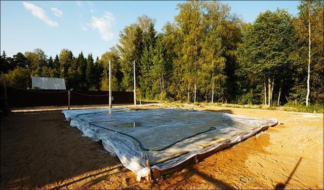 Уход за фундаментом после заливки: сколько дней поливать водой весной и летом